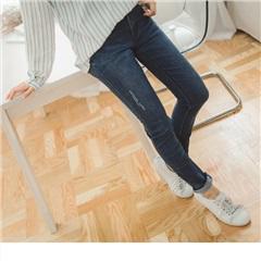 0703新品 美式風味~嚴選韓版星星印圖刷破感牛仔窄管褲