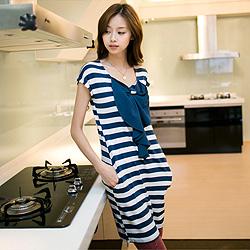 0925新品 輕質休閒~荷葉蝴蝶結造型條紋洋裝‧2色