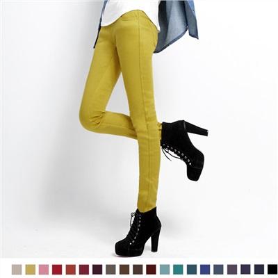 堅持瘦性.美麗繼續~刷絨顯瘦搖粒絨貼合窄管褲.20色