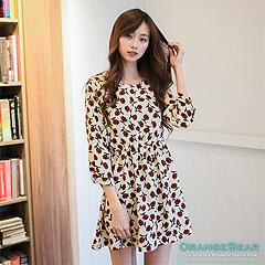1015新品 理想氣質~滿版優雅花朵七分袖縮腰洋裝‧2色