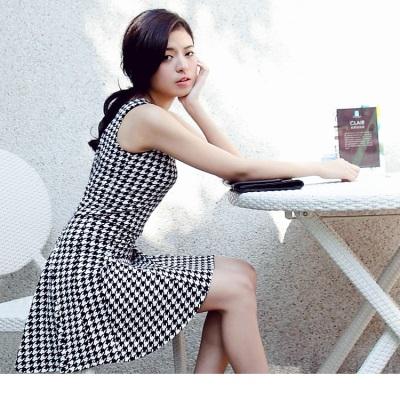 0420新品 高貴淑女~滿版千鳥格紋傘襬背心洋裝