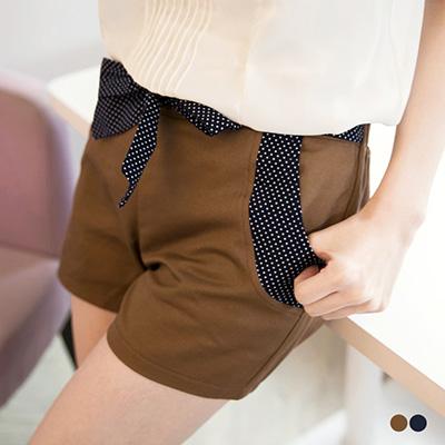 0724新品 簡約甜美~Cutie風點點綁帶造型短褲.2色