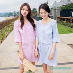 【午茶時光♥洋裝均一價】U領排釦側腰繩五分袖條紋洋裝‧2色
