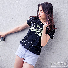 0917新品 美式個性~俏麗星星英文燙印圖長版T恤.2色