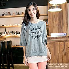 1024新品 甜美夢境~愛心英文燙印圖拼接網紗緹花連袖上衣.2色