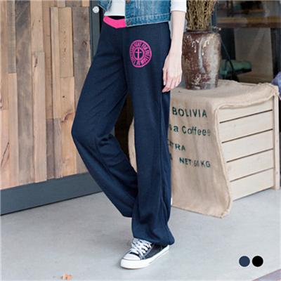 0304新品 運動休閒~條紋十字徽章圖印造型縮口棉褲.2色