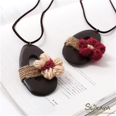 【浪漫飾品♥2件8折】熱帶風情~島嶼感小花裝飾木頭麻繩長項鍊.2色