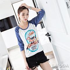 0930新品 童心俏皮~搖搖馬燙印圖弧狀下襬插肩袖T恤.2色