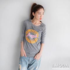 1002新品 休閒活力~英文燙印立體布章裝飾長版T恤.2色