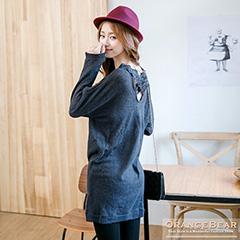 1024新品 魅力繁衍~緹花蕾絲交叉裝飾落肩長版上衣.2色