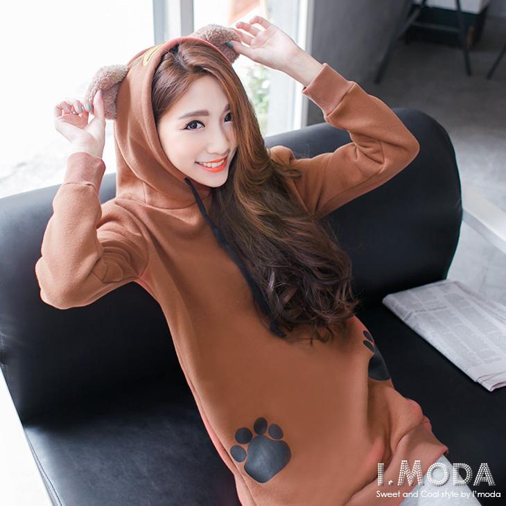 1016新品 俏皮活潑~內輕刷毛腳印燙印熊熊造型連帽長版上衣.2色