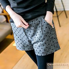 1023新品 摩登風采~黑點點質感面料打褶修身短褲.2色