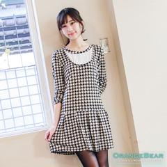 1015新品 俏麗風靡~千鳥/點點雙層打褶領口傘襬長版洋裝.2色