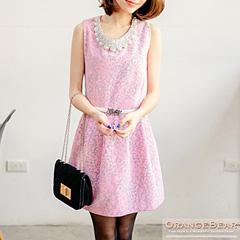 1114新品 甜美精緻~附墬飾磨毛滿版緹花高腰打褶洋裝.2色