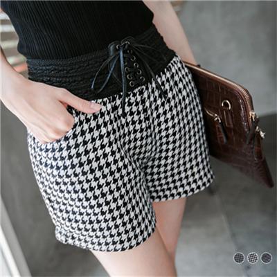 時尚流行~千鳥/小圓點造型毛呢短褲.3色