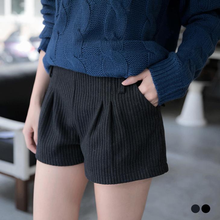 質感焦點~混羊毛凸面織紋ob 品牌 旗艦 店打褶修身短褲.2色
