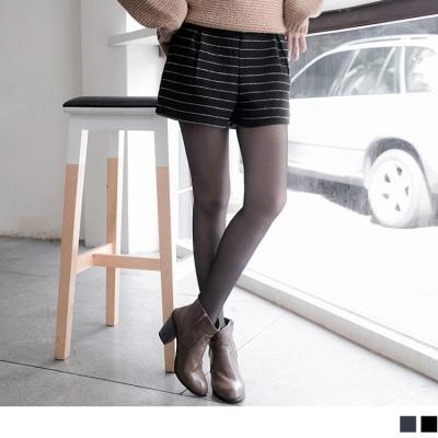 0212新品 高雅美型~質感條紋仿毛呢打褶短褲.2色