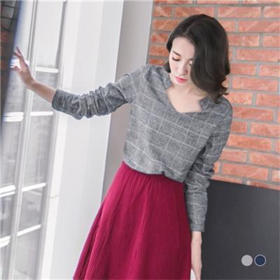 0211新品 氣質乍現~V型造型領口格紋混色質感面料上衣.2色