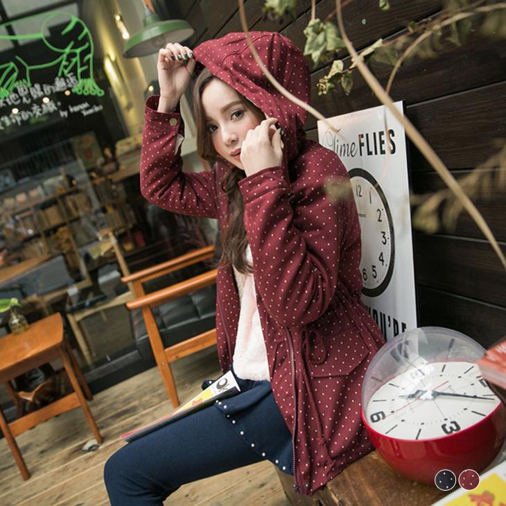 俏麗保暖~內鋪羊羔毛點點ob嚴選洋裝燙印連帽抽繩長版外套.2色