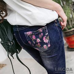 0226新品 浪漫花語~嚴選水洗刷色粉紅玫瑰印花彈性窄管牛仔褲