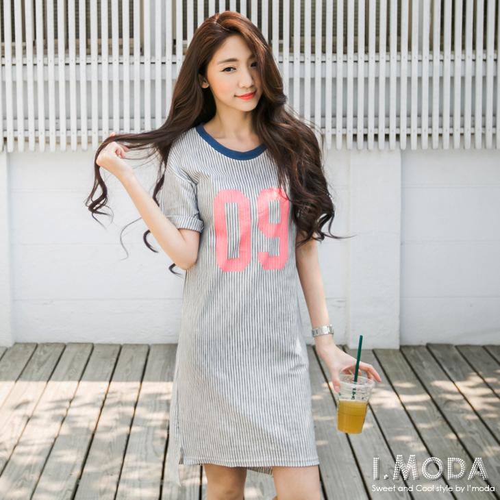 0527新品 鄰家女孩~直條紋數字燙印五分袖長洋裝.2色