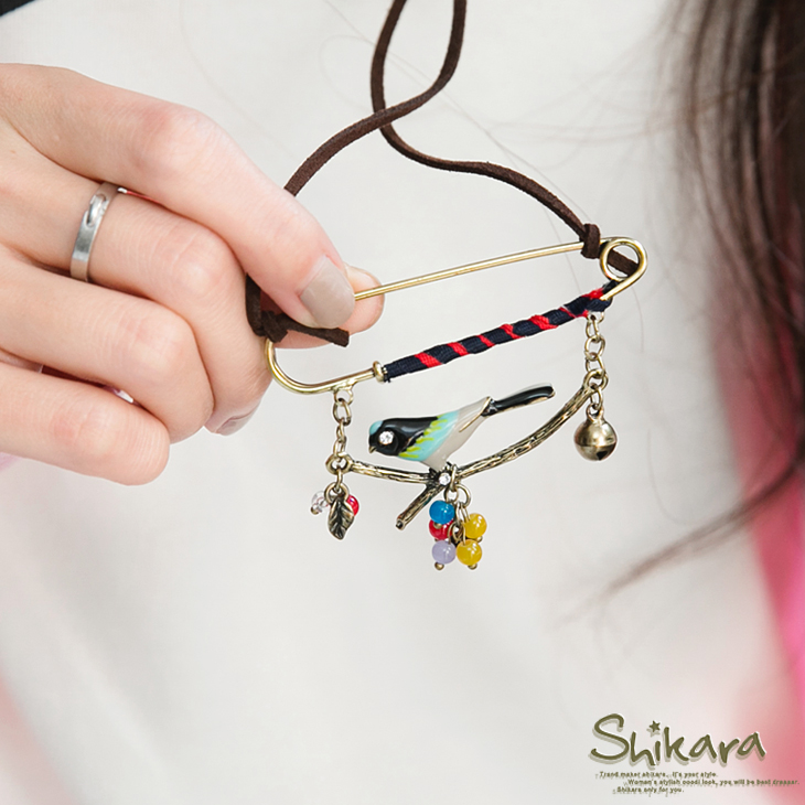 【最低出清!任選68】 獨特風格~迴紋針式小鳥珠珠繽紛墬飾皮繩項鍊