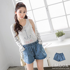 0616新品 流行酷潮~個性十字架金屬飾牛仔短褲
