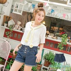0623新品 甜美率真~荷葉腰頭排釦設計牛仔短褲.2色