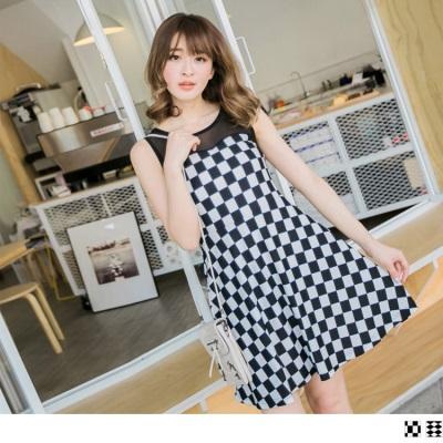 0505新品 復古俏麗~透膚網紗拼接黑白格修身無袖洋裝.2色