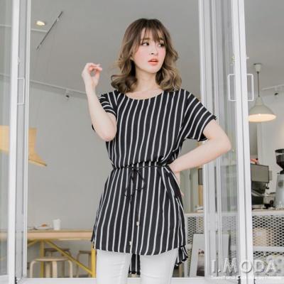 0522新品 品味驚艷~附編織腰帶黑白條紋寬版前短後長上衣.2色