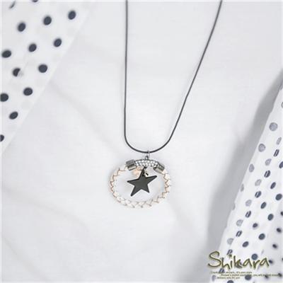 0616新品【特價款】搖曳個性~水鑽皮革編織環X鏤空星星項鍊.1色