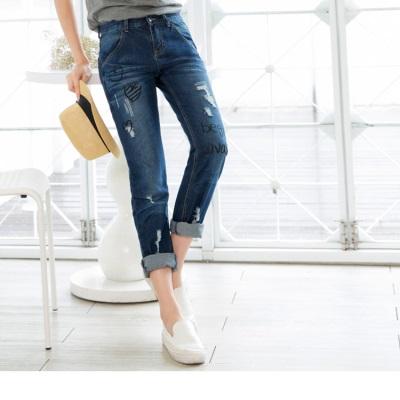 0616新品 注目甜心~愛心英文燙印破損刷色牛仔褲