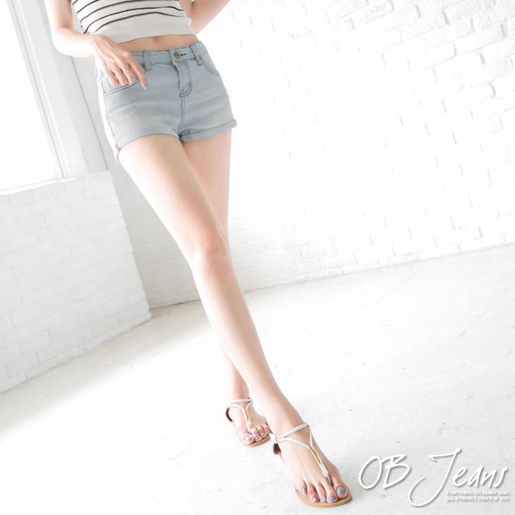 0819新品 百搭時尚~經典刷白設計牛仔反摺短褲.1色