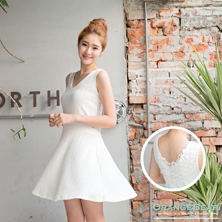 0722新品 浪漫細緻~質感壓紋拼雕花布蕾絲無袖長版上衣.2色
