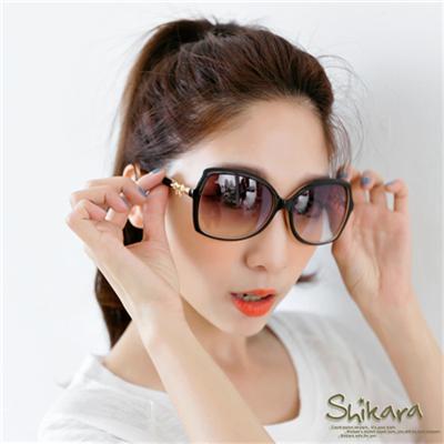 0617新品【特價款】名模架勢~個性金邊蝴蝶結飾時尚方框太陽眼鏡.3色