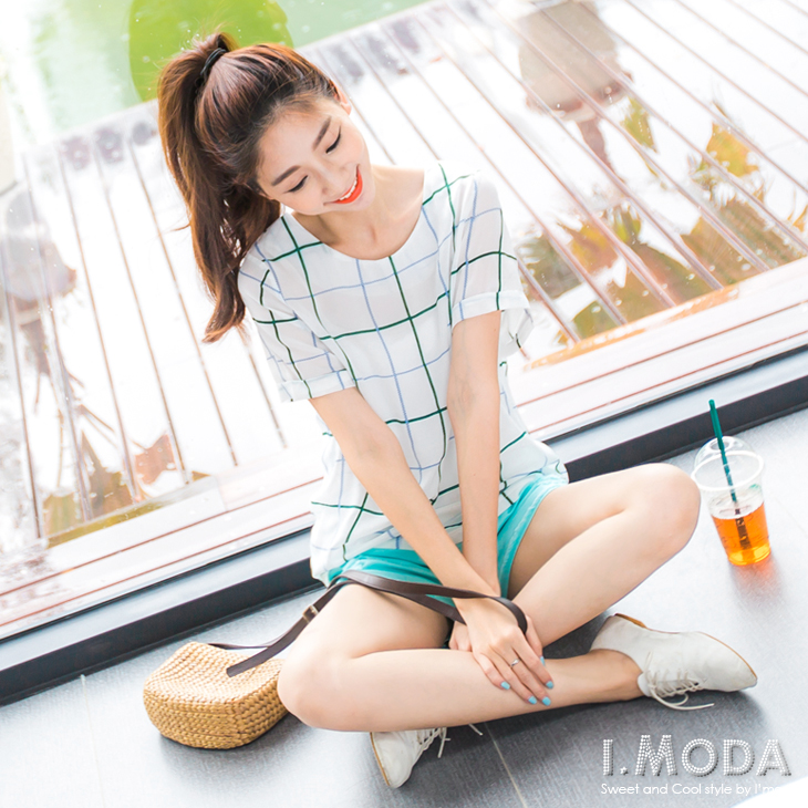0730新品 知性靚女~圓領格紋雪紡後拉鍊反折袖上衣.ob衣服2色