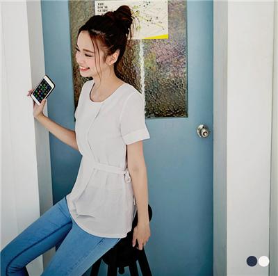 0721新品 高端時尚~素色質感面料打褶側綁蝴蝶結上衣.2色