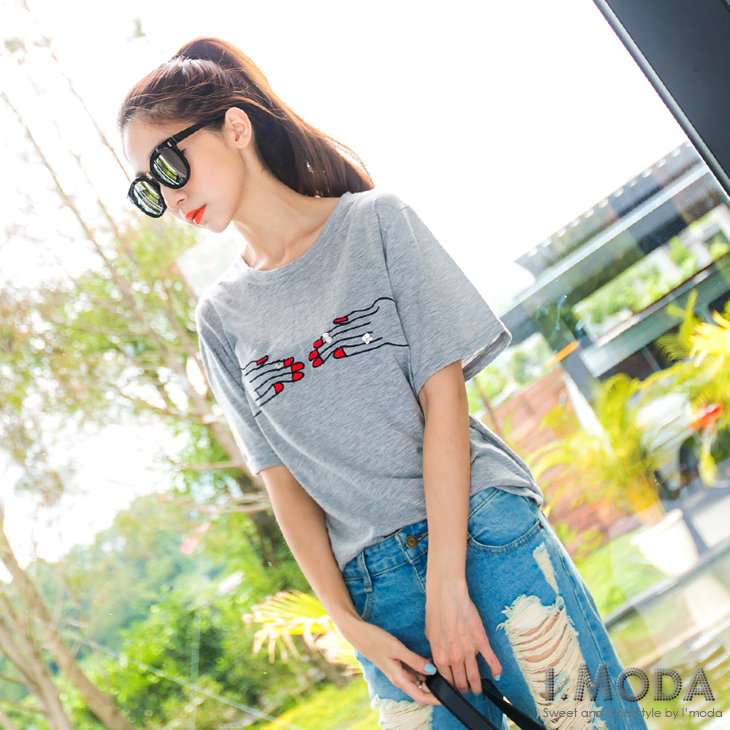 042ob中大尺碼拍賣6新品 焦點主打~韓版創意手指刺繡鑽飾T恤.2色