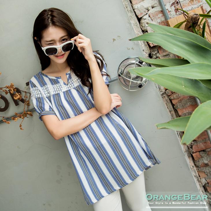0426新品 溫和甜意~小V領條紋X鏤空布蕾絲長版上衣.2色