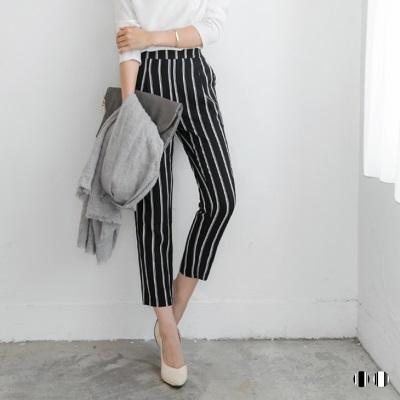 0826新品 修身直條紋打摺設計八分長褲.2色