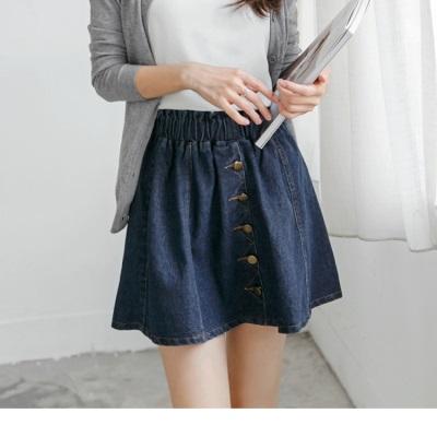 1113新品 經典牛仔藍X金屬排釦設計短裙
