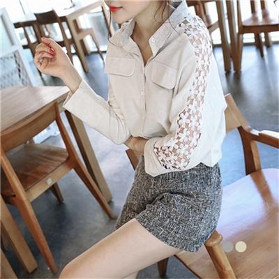 0219新品 質感純色面料X花蕾絲綴袖襯衫.2色