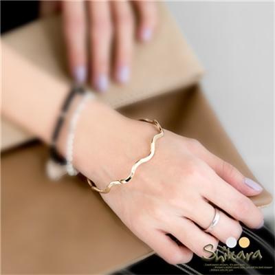 1106新品 簡約金屬光澤波浪造型手環.2色