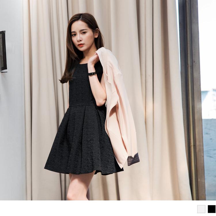 0415新品 素色質感壓紋面料高腰ob嚴選 退貨無袖洋裝.2色