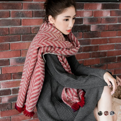 1110新品 【特價款】 雙面格紋幾何造型織紋抽鬚圍巾.3色