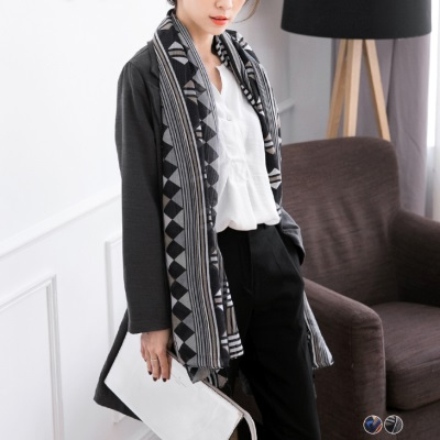 0523新品 民俗風幾何圖騰設計圍巾.2色
