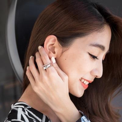 1027新品 【特價款】 鏤空方型水鑽設計戒指