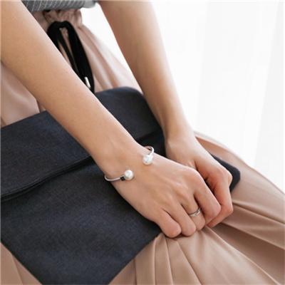 1023新品 質感金屬伸縮珍珠手環