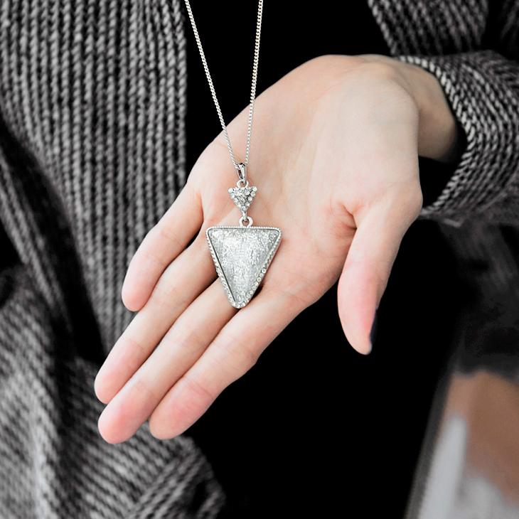 1203新品 水鑽幾何三角形設計項鍊