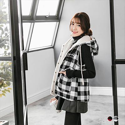 0114新品 羊羔毛格紋英文燙印背心外套.2色